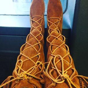 Minnetonka Lace-Up Boots Size 6